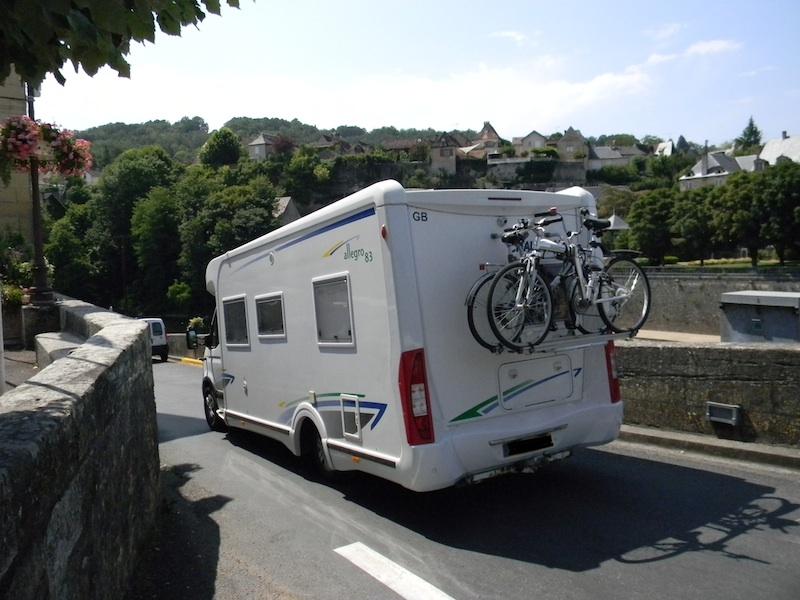 aire communale de camping cars de montignac lascaux dordogne vos vacances en p rigord noir. Black Bedroom Furniture Sets. Home Design Ideas