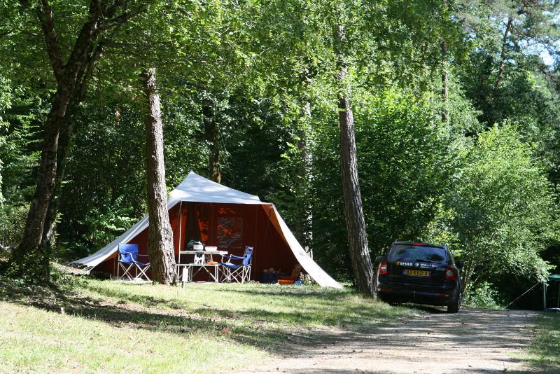 Camping le v z re p rigord lascaux dordogne your for Camping perigord noir piscine