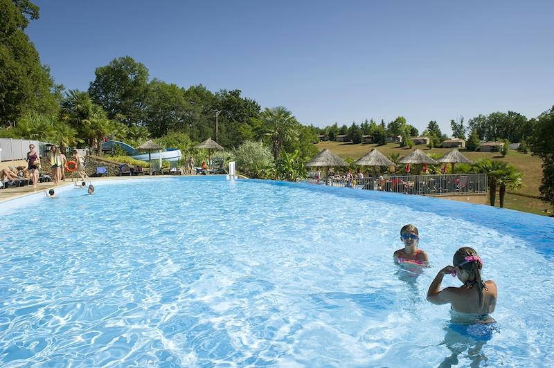 Camping la linotte lascaux dordogne vos vacances en for Camping perigord noir piscine