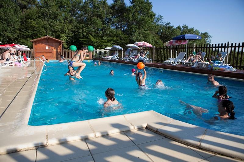 Camping la garenne lascaux dordogne your holidays in for Camping a la ferme dordogne piscine