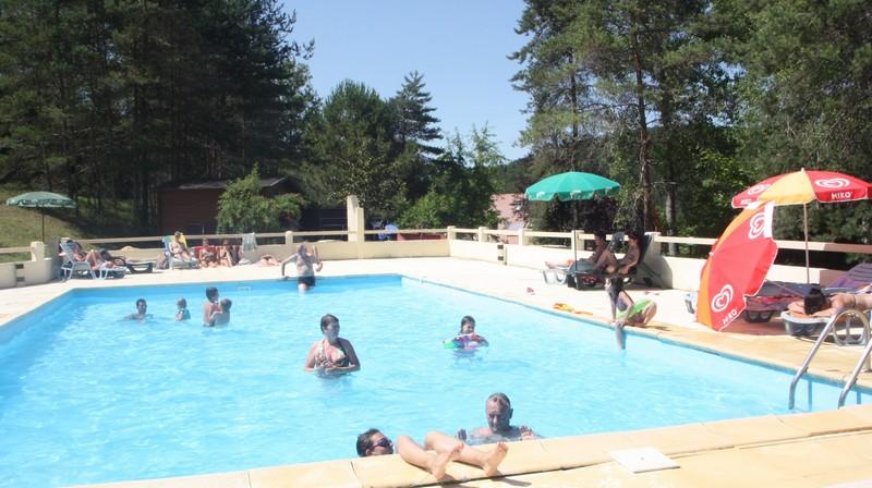 Camping le verdoyant lascaux dordogne vos vacances en for Camping perigord noir piscine