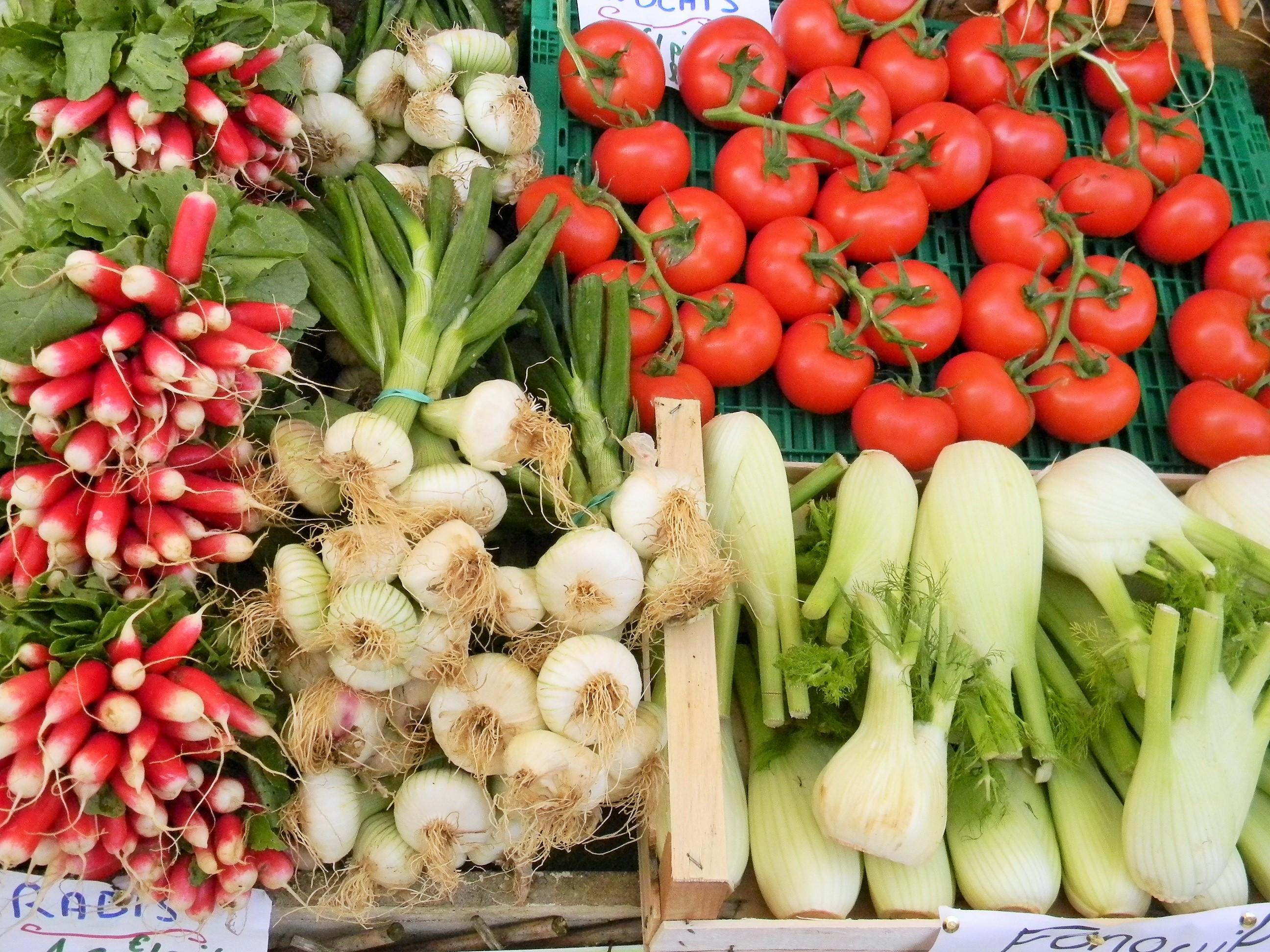 Marché de légumes au Bugue ©ALR