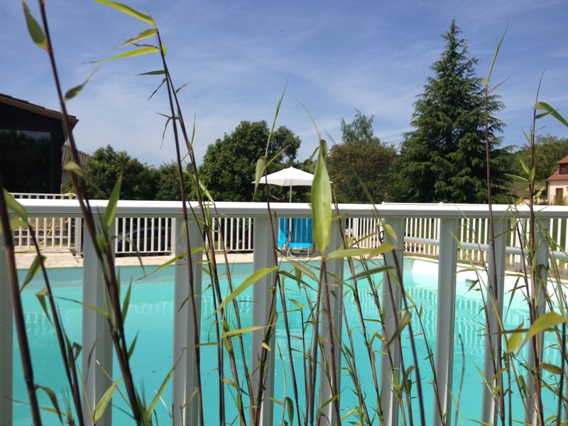 H tel v z re lodge lascaux dordogne your holidays in for Cash piscine 46