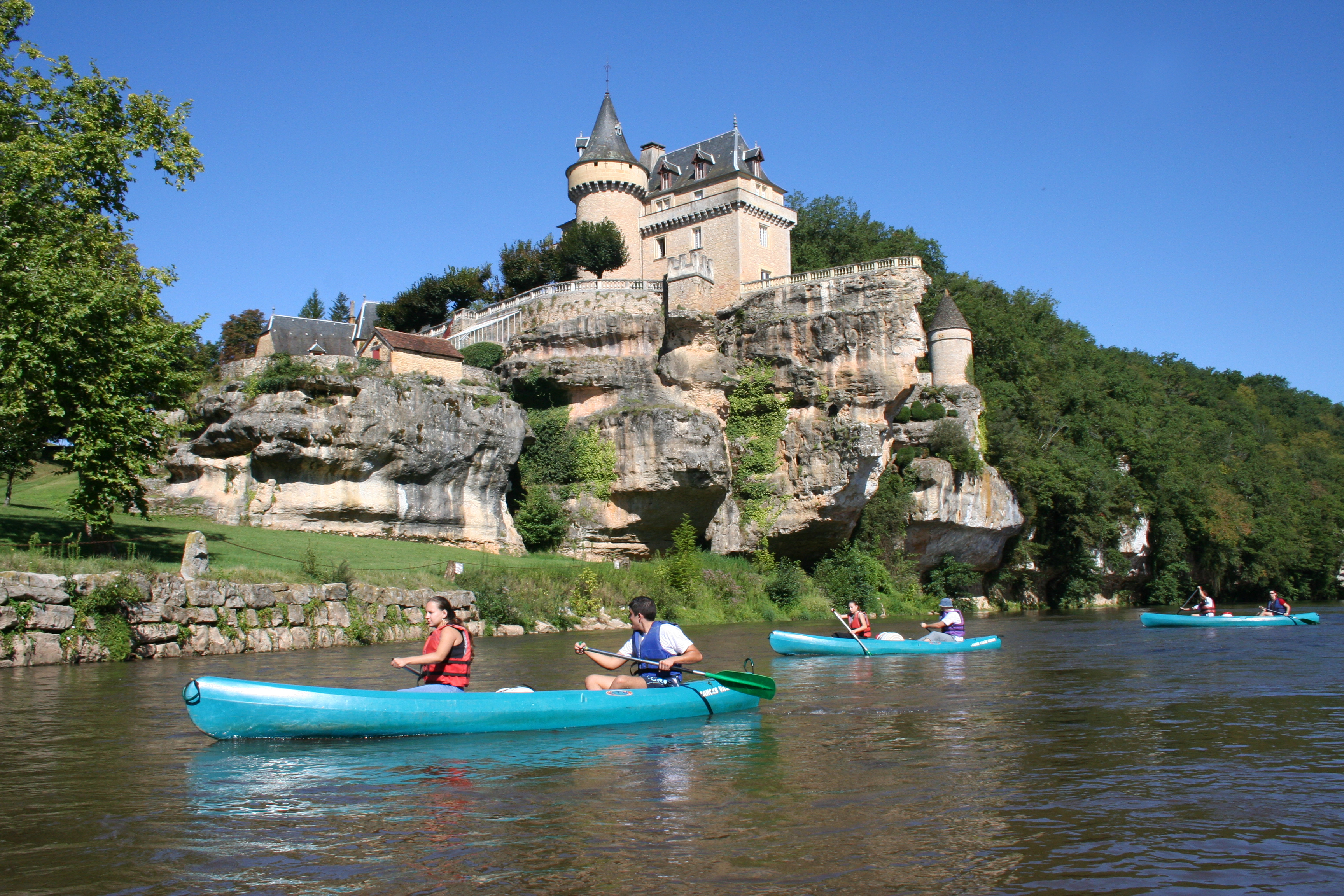 Welcome in v z re valley lascaux dordogne your holidays for Camping perigord noir piscine