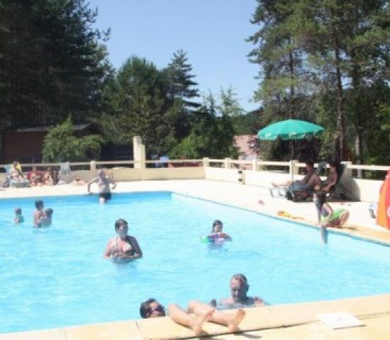 Camping le verdoyant lascaux dordogne your holidays in for Camping perigord noir piscine