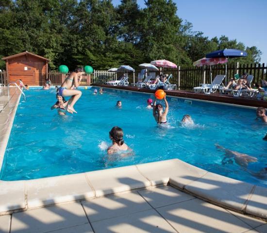 Camping la garenne lascaux dordogne vos vacances en for Camping perigord noir piscine