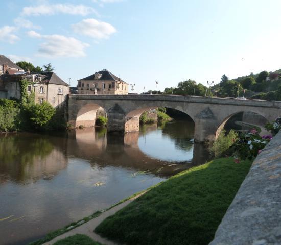 Quai Mérilhou - Pont de pierre Montignac