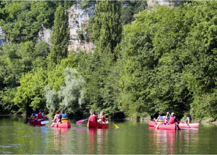 Canoës en vallée Vézère ©Chappuy