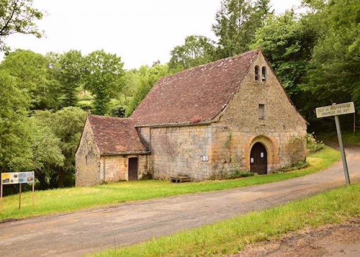 Village de Tursac-Chapelle de Fontpeyrine ©Myriam.G