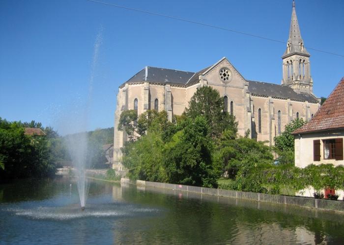 Eglise St Sulpice au Bugue en Dordogne-Périgord, proche des Eyzies et de Lascaux