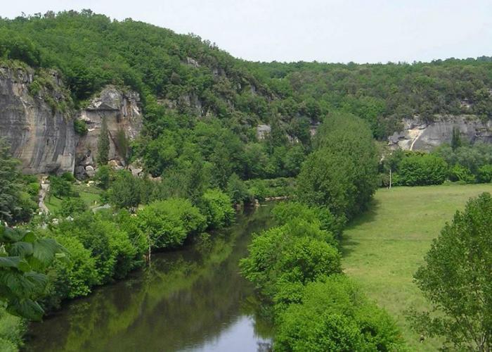 Les falaises de la vallée de la Vézère ©A.Borderie