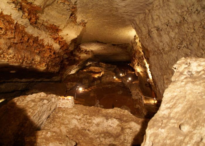 Grotte préhistorique de Bara Bahau