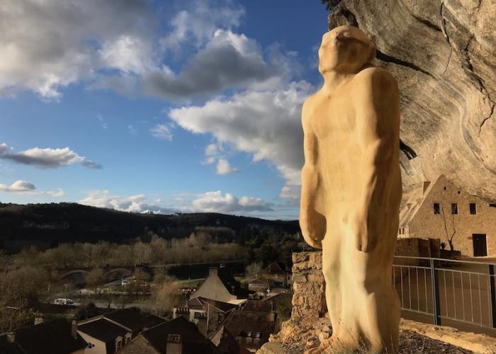Les Eyzies statue de l'homme primitif