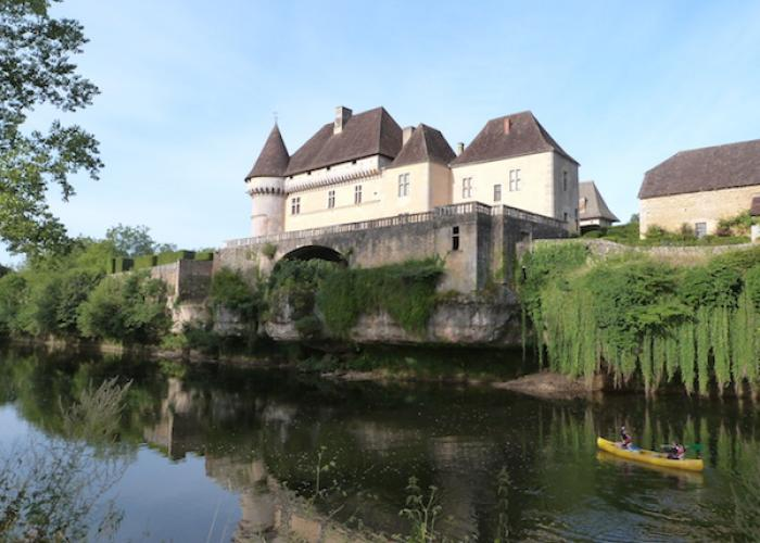 Chateau de Losse vue de la Vézère ©Myriam G.