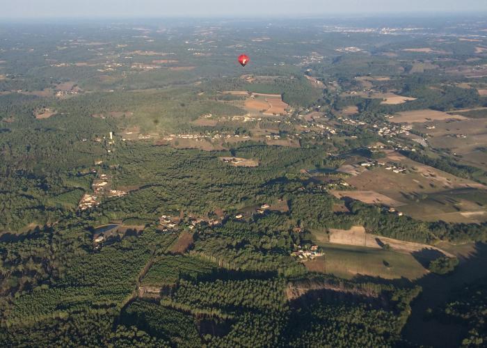 Montgolfières en vallée Vézère ©A.Borderie