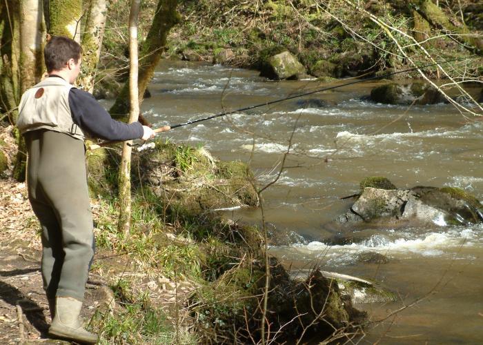 Pêche en vallée Vézère ©fédération de pêche
