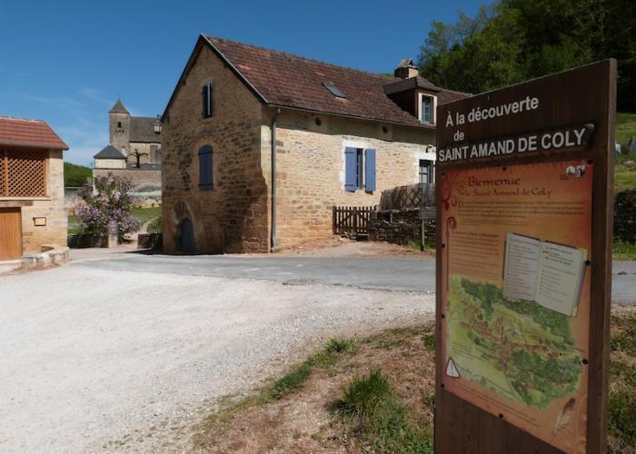 Pueblo de Saint-Amand de Coly