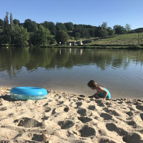 Baignade-enfant-vallée vézère©a.borderie
