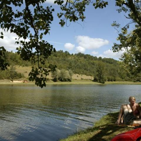 Camping Le lac, Plazac ©Jacphot